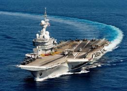 La ministre des Armées Florence Parly annonce la construction d'un nouveau porte-avions aux chantiers de l'Atlantique de Saint-Nazaire
